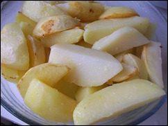 Запечённая картошка со сметаной и сыром: фото к шагу 4.