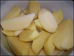 Запечённая картошка со сметаной и сыром: фото к шагу 1.