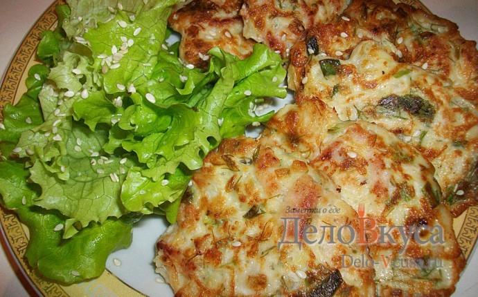 Оладушки с капустой, свининой и зеленью. Оладья с мясом и овощами