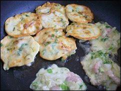 Оладушки с капустой, свининой и зеленью. Оладья с мясом и овощами: фото к шагу 12
