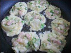 Оладушки с капустой, свининой и зеленью. Оладья с мясом и овощами: фото к шагу 11