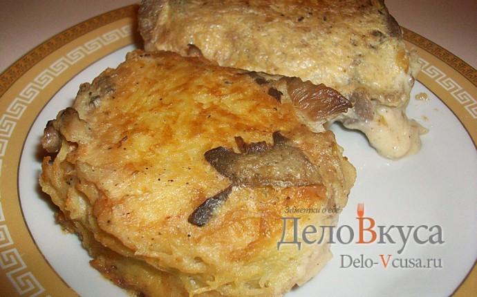 Картофельные драники с мясом под грибным соусом. Колдуны с мясом под соусом из сметаны и грибов. Деруны с мясом