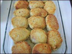 Картофельные драники с мясом под грибным соусом. Колдуны с мясом под соусом из сметаны и грибов. Деруны с мясом: фото к шагу 15.