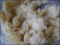 Картофельные драники с мясом под грибным соусом. Колдуны с мясом под соусом из сметаны и грибов. Деруны с мясом: фото к шагу 9.