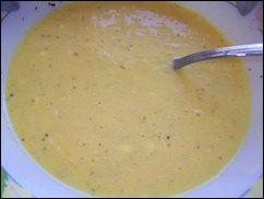 Омлет с сосисками, картошкой, помидорами и сыром: фото к шагу 5