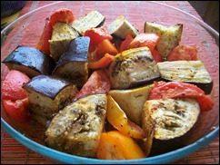 Печеные овощи. Баклажаны, томаты и перцы запеченные в духовке: фото к шагу 4.