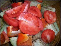Печеные овощи. Баклажаны, томаты и перцы запеченные в духовке: фото к шагу 2.