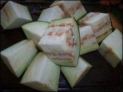 Печеные овощи. Баклажаны, томаты и перцы запеченные в духовке: фото к шагу 1.