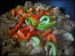 Индейка с овощами тушенная в сметане: фото к шагу 9.