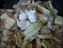 Индейка с овощами тушенная в сметане: фото к шагу 8.