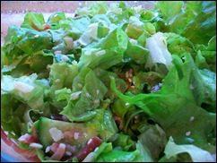Салат с пармезаном и прошутто. Зеленый салат с сыром и вяленым мясом: фото к шагу 8.