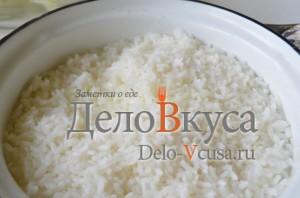 Голубцы: Готовый рис немного остудить