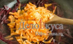 Украинский борщ: Добавить морковь