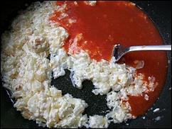 Томатный соус со сметаной: тушим сметану