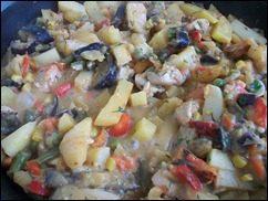 Картошка тушеная с индейкой и овощами: фото к шагу 17.