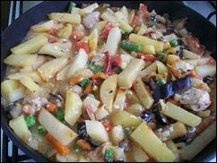 Картошка тушеная с индейкой и овощами: фото к шагу 15.