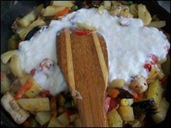 Картошка тушеная с индейкой и овощами: фото к шагу 14.