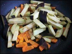 Картошка тушеная с индейкой и овощами: фото к шагу 9.