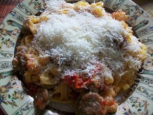 Паста с соусом из сальсичи и овощей: фото к шагу 14.
