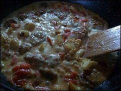 Паста с соусом из сальсичи и овощей: фото к шагу 11.