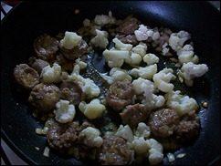 Паста с соусом из сальсичи и овощей: фото к шагу 7.