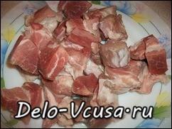 Мясо порезать крупными кусочками