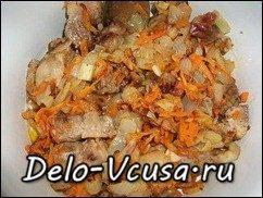 Мясо тушеное в сметане с овощами: фото к шагу 8