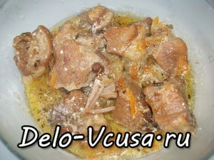 Мясо тушеное в сметане с овощами: фото к шагу 12