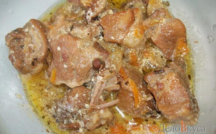 Мясо тушеное в сметане с овощами