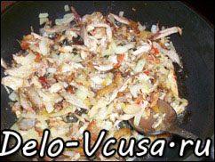 Острая картофельная запеканка с курицей, сосисками и перцем чили: фото к шагу 6.