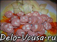 Острая картофельная запеканка с курицей, сосисками и перцем чили: фото к шагу 9.