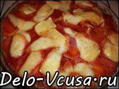 Острая картофельная запеканка с курицей, сосисками и перцем чили: фото к шагу 17.