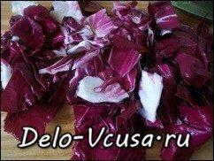 Салат-латук с красным цикорием заправленный бальзамическим уксусом: фото к шагу 5