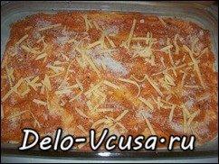 Пицца с салями, беконом, моцареллой, грибами, прошутто и сыром: фото к шагу 13.