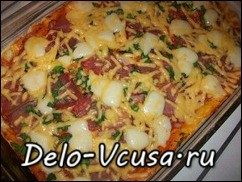 Пицца с салями, беконом, моцареллой, грибами, прошутто и сыром: фото к шагу 18.