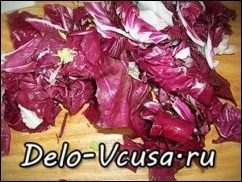 Салат из пекинской капусты, красного цикория и салата-латука с бальзамическим уксусом: фото к шагу 3.
