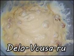 добавить в тесто изюм и ваниль, хорошо перемешать