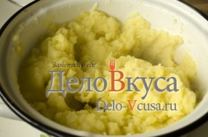 Пюре из картошки со сливками: Толчем картошку