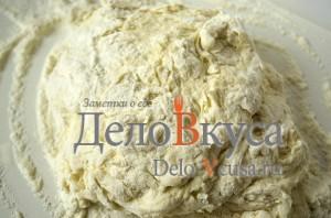 Пресное тесто для пельменей и вареников: Замесить тесто