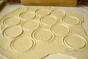 Вареники с картошкой: Тонко раскатать тесто