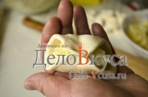 Вареники с картошкой: Соединяем края вареника