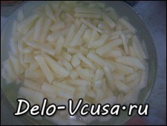 Картошку почистить и порезать соломкой