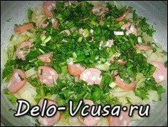 Омлет с картошкой, сосисками, зеленью и плавлеными сырками в духовке: фото к шагу 10