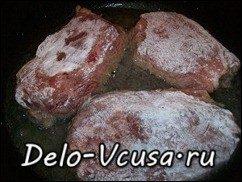 Говядина запеченная в духовке с томатным соусом: фото к шагу 6.