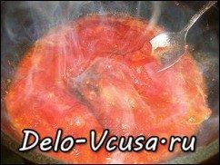 Говядина запеченная в духовке с томатным соусом: фото к шагу 11.
