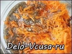 Морковка по-корейски: Добавляем в морковь заправку