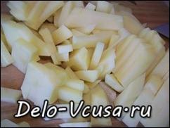 Картошку чистим и нарезаем соломкой