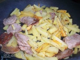 Картошка жареная с мясом. Жареный картофель со свиной вырезкой: фото к шагу 6