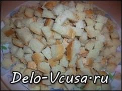 Черствый хлеб порезать небольшими (1*1 см.) кубиками или соломкой