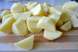 Картошка в духовке запеченная с сыром и сливками: фото к шагу 1.
